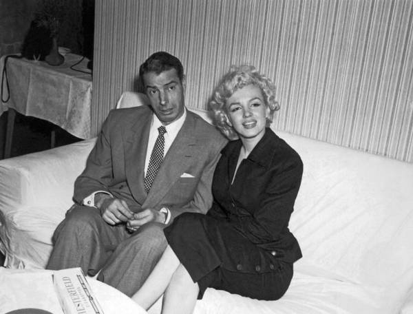 Wall Art - Photograph - Marilyn Monroe And Joe Dimaggio by Underwood Archives