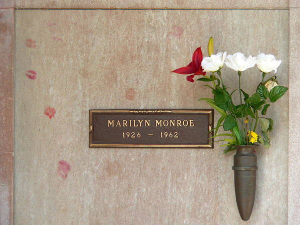 Photograph - Marilyn Monroe Grave by Jeff Lowe