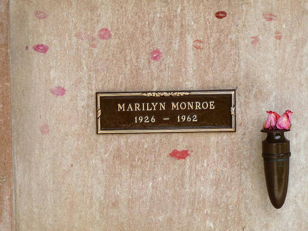 Photograph - Marilyn Monroe Tomb by Jeff Lowe