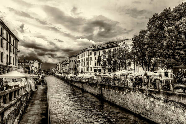 Photograph - Market Along The Canal by Roberto Pagani