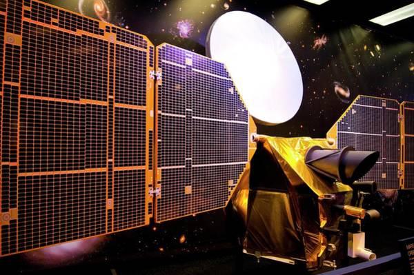 Reconnaissance Photograph - Mars Reconnaissance Orbiter Model by Mark Williamson/science Photo Library