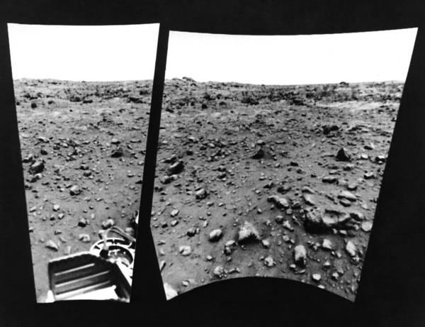 1976 Photograph - Martian Landscape by Underwood Archives