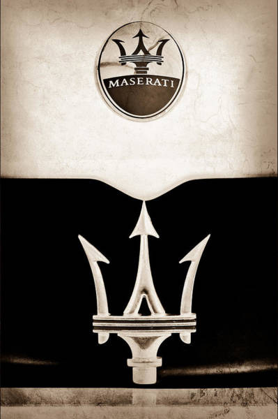 Grilles Photograph - Maserati 2005 Mc12 Grille Emblem by Jill Reger