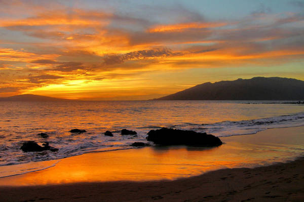 Maui Sunset Wall Art - Photograph - Maui Sunset by Stephen  Vecchiotti