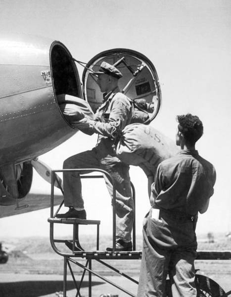 Wall Art - Photograph - Men Loading Air Mail Bags by Underwood Archives
