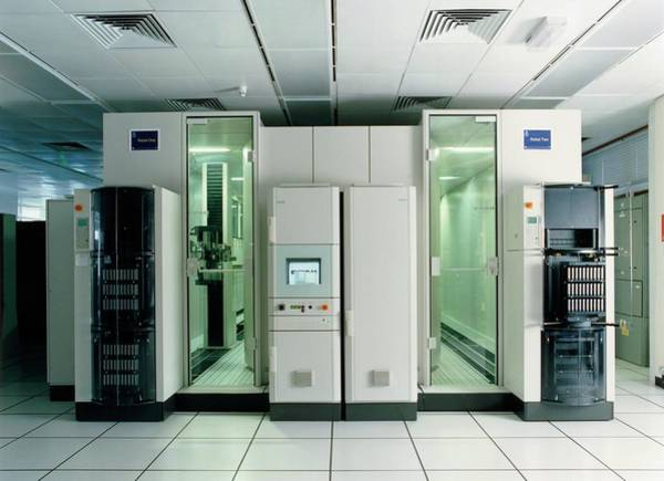Met Photograph - Met Office Robotic Tape Library by British Crown Copyright, The Met Office / Science Photo Library