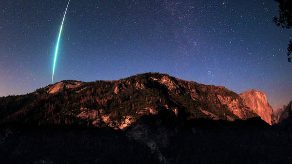 Dome Peak Photograph - Meteor Fireball Over Yosemite by Babak Tafreshi/science Photo Library