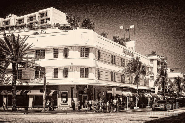 Photograph - Miami South Beach - Art Deco District  by Les Palenik