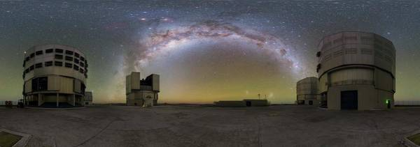 Wall Art - Photograph - Milky Way Over The Very Large Telescope by P. Horalek/european Southern Observatory/science Photo Library