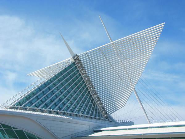 Milwaukee Art Museum Photograph - Milwaukee Art Museum by Ann Horn
