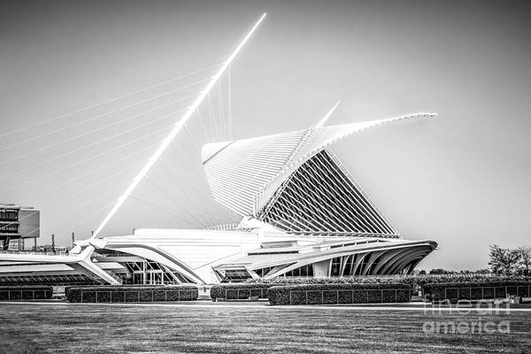 Milwaukee Art Museum Photograph - Milwaukee Art Museum Picture In Black And White by Paul Velgos