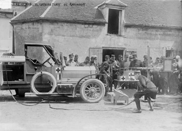 Wall Art - Photograph - Mobile X-ray Unit, World War I by Science Photo Library