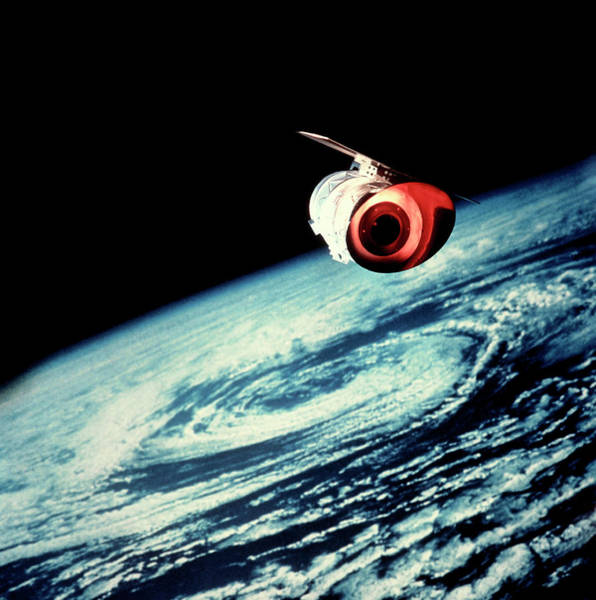 Ir Photograph - Model Of The Iras Astronomical Satellite In Orbit by Dr Seth Shostak/science Photo Library
