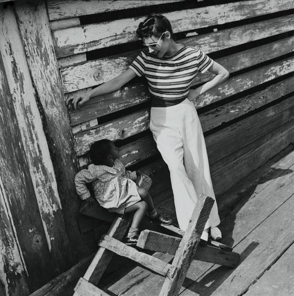 4 Photograph - Model Talking To Girl by Toni Frissell