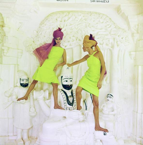 Wall Art - Photograph - Models Wearing Green Dresses And Turbans by Henry Clarke