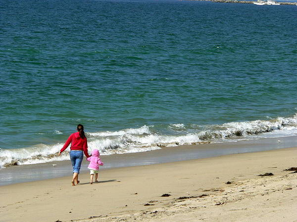 Photograph - Mommy Daughter Beach Time by Jeff Lowe