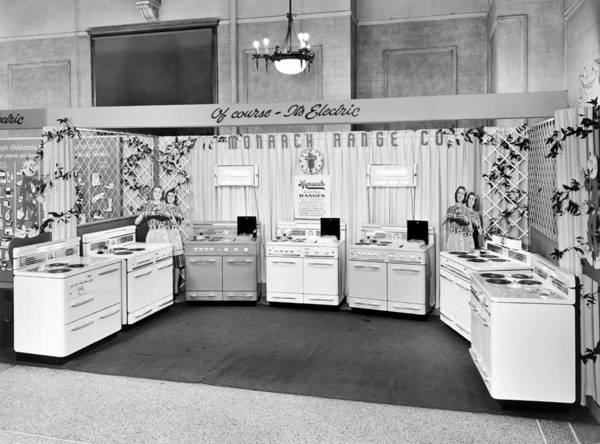 Wall Art - Photograph - Monarch Electric Range Display by Underwood Archives