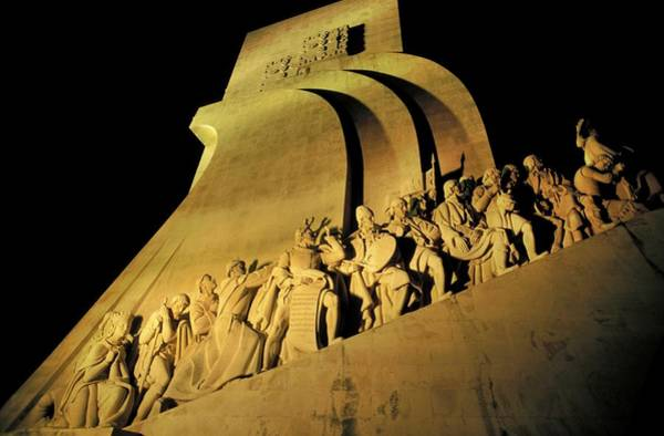 Wall Art - Photograph - Monument To The Discoveries by Patrick Landmann/science Photo Library