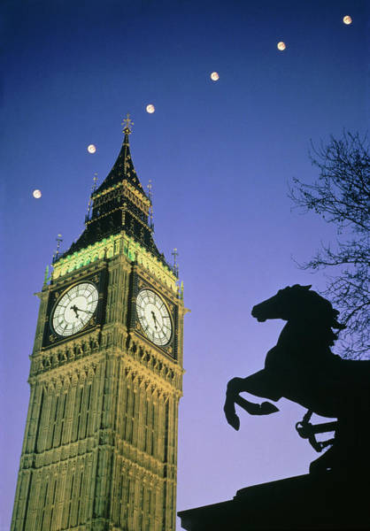 Wall Art - Photograph - Moon Rising Over Big Ben by James Stevenson/science Photo Library.