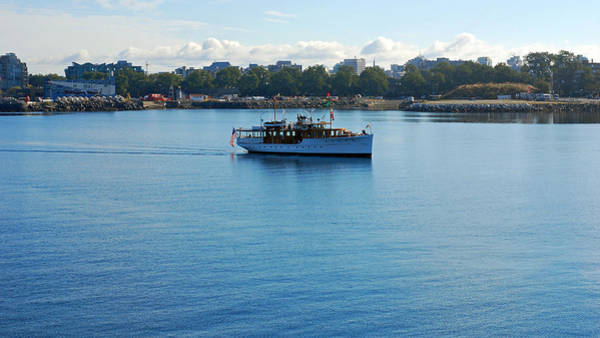 Wall Art - Photograph - Morning Cruise In Victoria by Connie Fox
