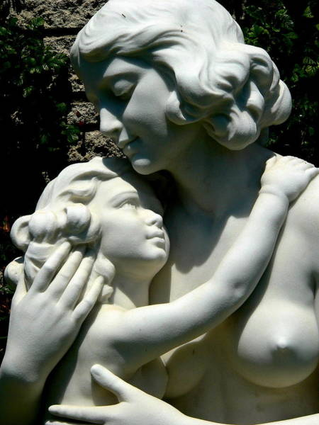 Photograph - Mother And Child Statue by Jeff Lowe