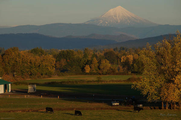 Rogue Valley Photograph - Mount Mclaughlin Overlooking A Rogue Valley Autumn by Mick Anderson