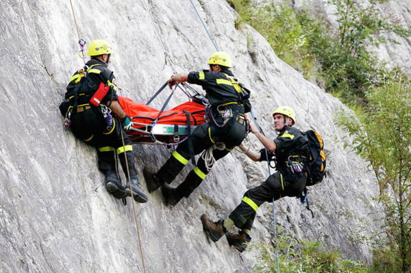 Evacuate Wall Art - Photograph - Mountain Rescue Workers by Mauro Fermariello/science Photo Library