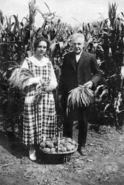 Santa Rosa Photograph - Mr. And Mrs. Luther Burbank by Underwood Archives