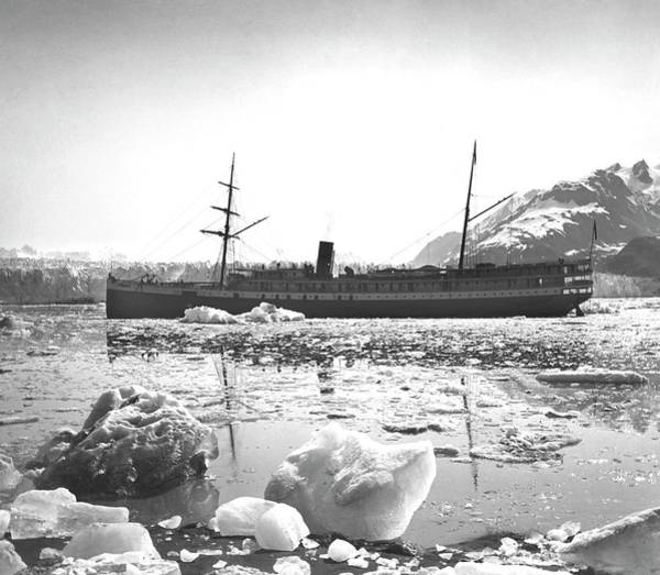 Glacier Bay Photograph - Muir Glacier by Edward Burton Mcdowell, Nsidc, Wdc/science Photo Library