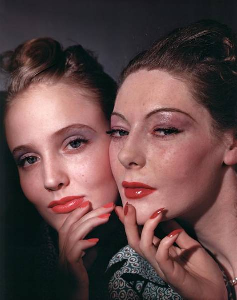 1939 Photograph - Muriel Maxwell And Ruth Knox Elden by Horst P. Horst