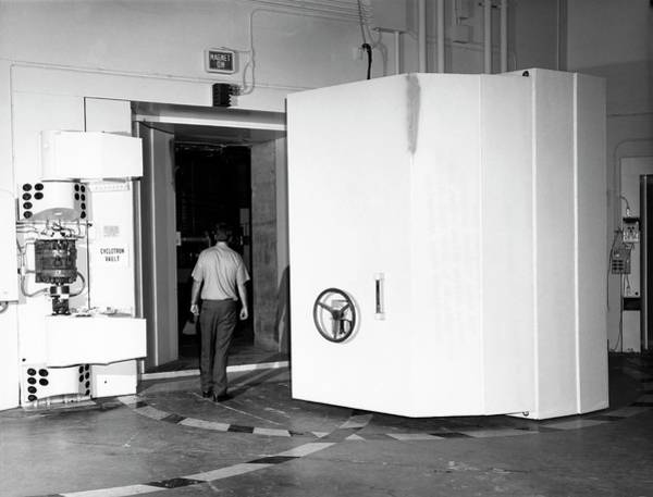 Particle Physics Wall Art - Photograph - Naval Research Laboratory Cyclotron by Naval Research Laboratory, Courtesy Emilio Segre Visual Archives, Physics Today Collection/american Institute Of Physics
