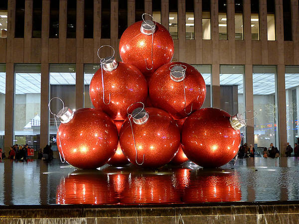 Photograph - New York City Baubles by Richard Reeve