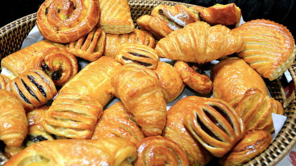 Cinnamon Buns Photograph - New York City Pastries In A Basket by Michael Dagostino