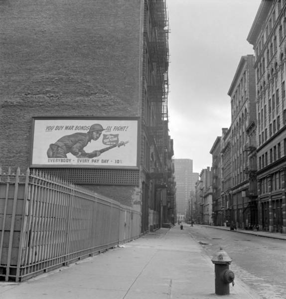 Wall Art - Photograph - New York City Soho, 1942 by Granger