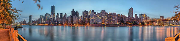 Roosevelt Island Wall Art - Photograph - New York Midtown Panorama At Dusk by Enzo Figueres