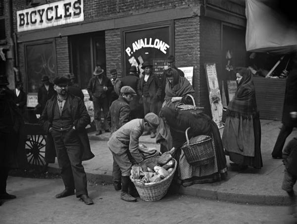 Italian Immigrants Wall Art - Photograph - New York Peddlers, C1900 by Granger
