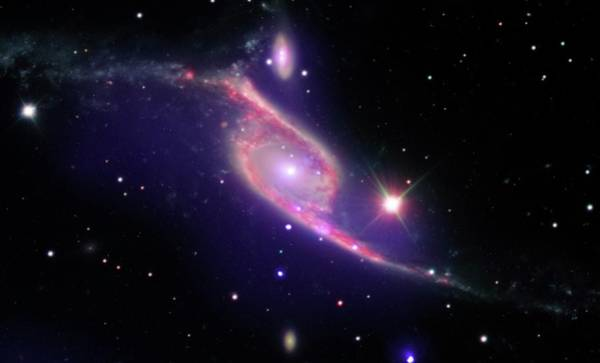 Interacting Galaxies Wall Art - Photograph - Ngc 6872 Colliding Galaxies by Nasa/cxc/eso-vlt/jpl-caltech/science Photo Library