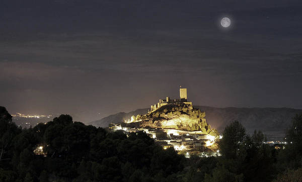Photograph - Night Over The Castle by Pedro Fernandez