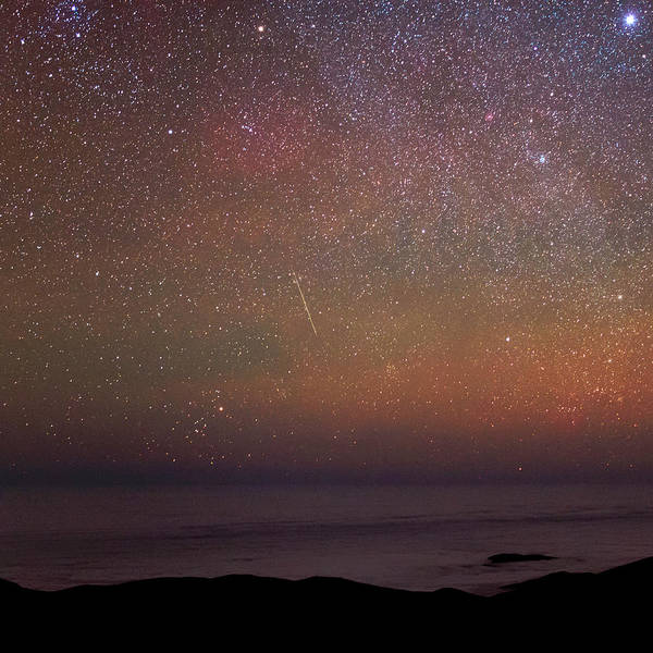 Astrophysics Wall Art - Photograph - Night Sky Over The Pacific Ocean by Babak Tafreshi