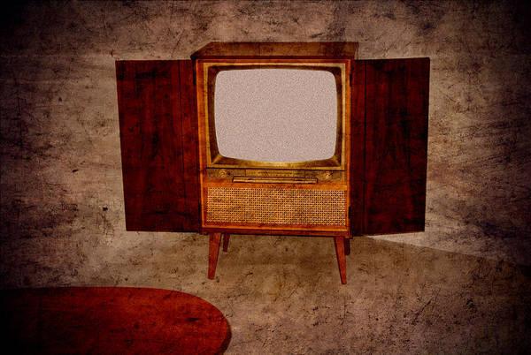 Nostalgia - Old Tv Set Art Print