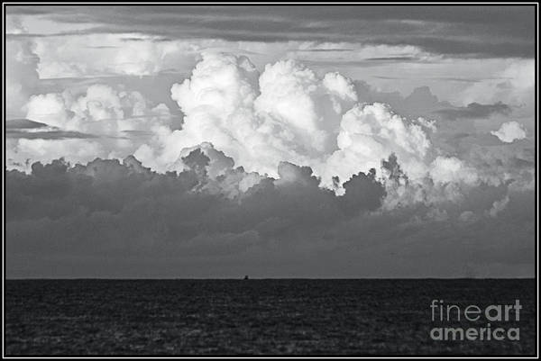Blanco Y Negro Wall Art - Photograph - Nubes by Agus Aldalur