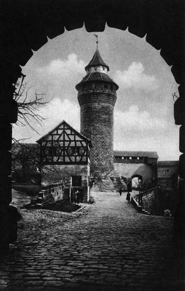Wall Art - Photograph - Nuremberg Castle, C1920 by Granger