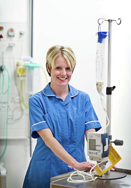 Iv Wall Art - Photograph - Nurse With Iv Infusion Machine by Lth Nhs Trust/science Photo Library