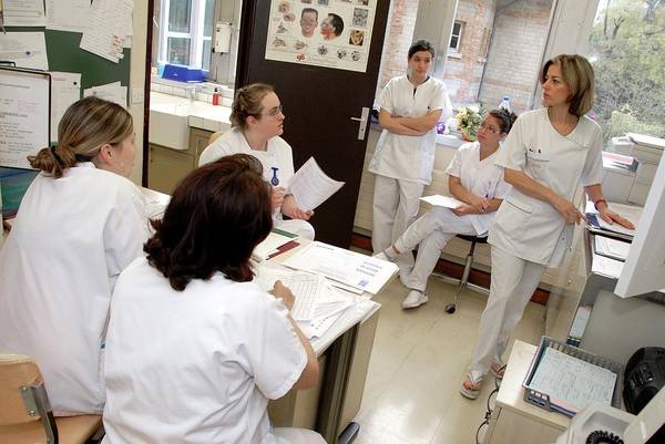Office Manager Wall Art - Photograph - Nurse Workstation Meeting by Aj Photo/science Photo Library