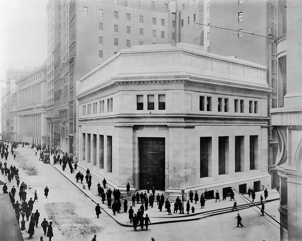 Photograph - Nyc 23 Wall Street, C1914 by Granger