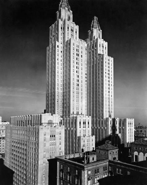 Astoria Photograph - Nyc Waldorf-astoria Hotel by Underwood & Underwood