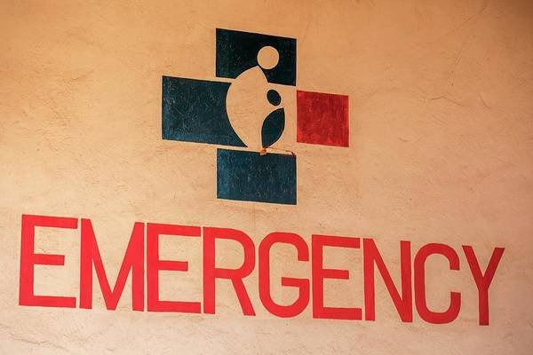 Wall Art - Photograph - Obstetrics Emergency Sign by Mauro Fermariello/science Photo Library