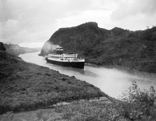 Steam Boat Photograph - Ocean Liner In Panama Canal by Underwood Archives