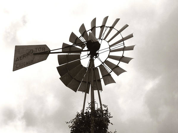 Photograph - Old Aermotor Chicago Windmill by Marilyn Hunt