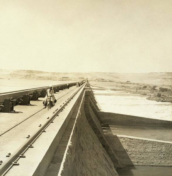 Wall Art - Photograph - Old Aswan Dam by Library Of Congress/science Photo Library
